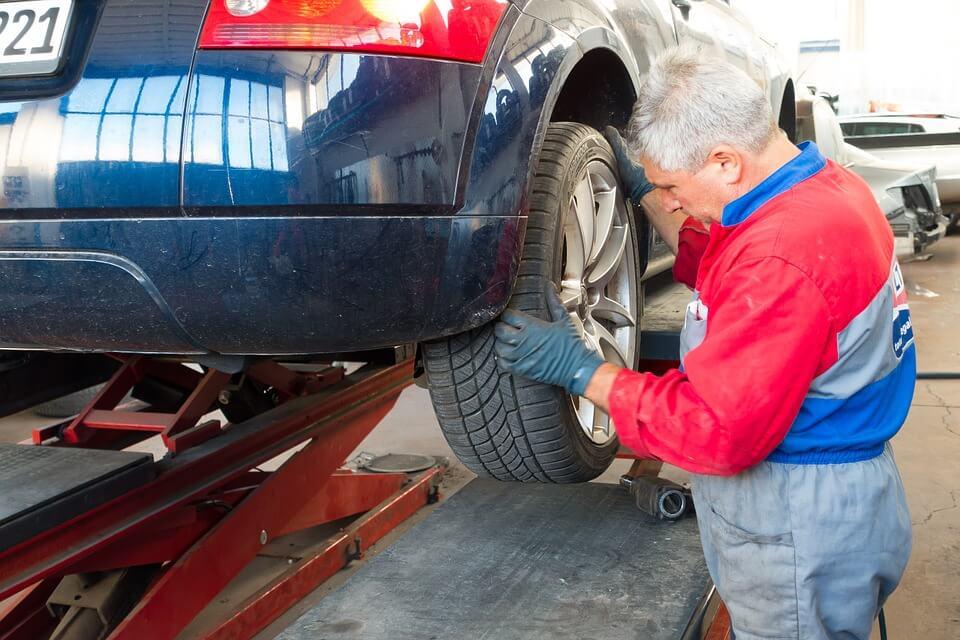Jak powinna wyglądać współpraca z samochodową stacją diagnostyczną?