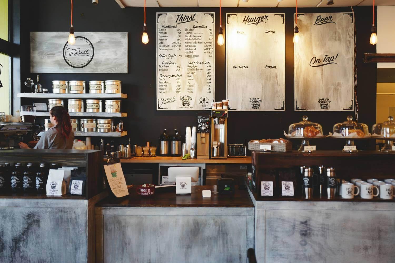 Światowa rewolucja kawowa dociera do polskich firm