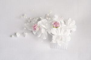 Jak wyczyścić sztuczne białe kwiaty